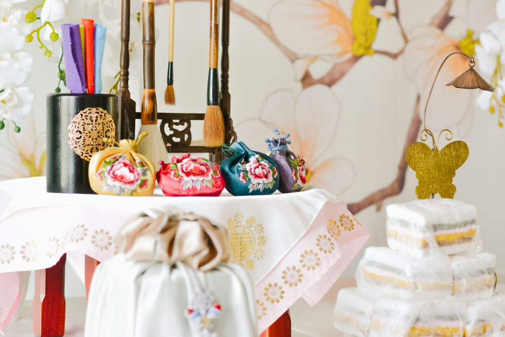 Traditional Korean Doljabi setup. The little details. Check out my 5 best tips for planning your baby's birthday party!